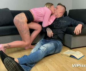 Brunette babe approximately a round pain in the neck Claudia Macc tastes piss before sucking a dig up