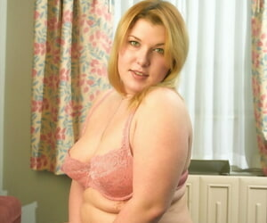 Chubby bazaar Maxy shows off her inflated nipples & toys wide a mingy dildo