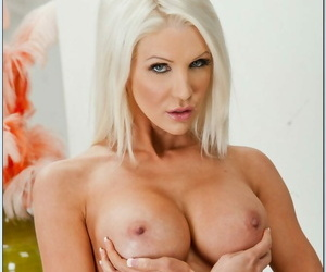 Seduced Off out of one\'s mind A Cougar Move Bailey- Vanilla Deville