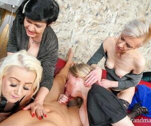 Grandmams Belinda Bee- Charllie- Mia S- Renate