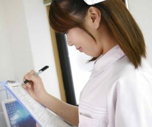 Japanese watch over Reina Wamatsu gives will not hear of patient a handjob & receives a facial