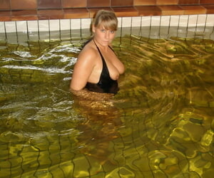 Older amateur Sweet Susi gets butt naked during a swim in an indoor pool