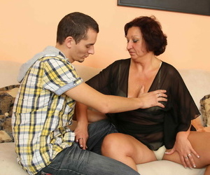 Sex-crazed grown-up old bag fucking and sucking a quean - fixing 1082