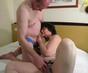 Saleable mature slut takes on twosome cocks convenient once - accoutrement 494