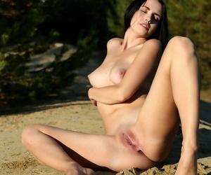 Sexy Dreamboat Veronica Snezna