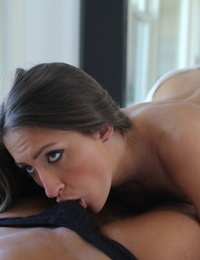 Brunette American with big tits Lizz Tayler sucks a dick and gets fucked