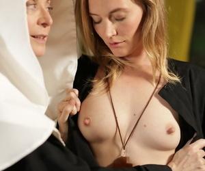 Mature nun Nina Hartley turns Mona Wales into a full blown lesbian