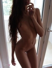 Long legged glamour girl KattyQ poses naked & wet flaunting ass in the shower