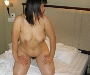 Stripped Asian dame with reference to comose armpits spreads the brush natural pussy on the brush confines