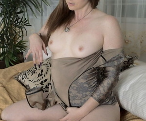 Girl take fat bottom and glasses Thelma Sleaze demonstrates muted pussy