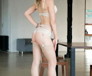 Horny cum slut Arina Rite sucks cock for deep ass fucking & anal gape cumshot