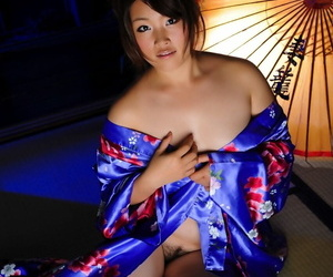 Japanese solo girl hikes up her kimono to expose her vagina