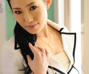 Hot Japanese omnibus Yui Komine exposes her huff and puff and bra in classroom
