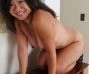 Fun loving sexy adult Samantha W shows her small saggy confidential & fingers