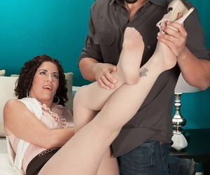 Middle-aged woman Tammi Sue gets banged by a friend of her sons