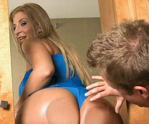 Blonde chick Sara Jay seduces a man by flaunting her big booty