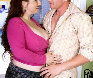 Thick woman Skyie Blew knocker smothers a man with regard to her unstinting breasts