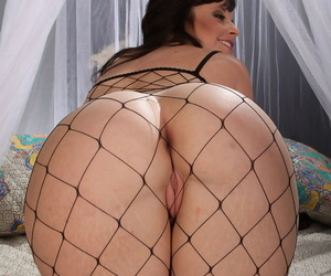 White lady Virgo Peridot sticks a toy in her wet pussy attired in fishnet