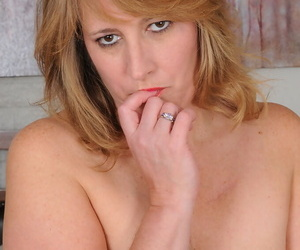 Chubby housewife Catrina Costa makes her nude modelling premiere