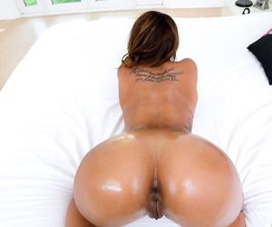 Ebony pornstar Harley Dean offer up her big ass for a POV fuck