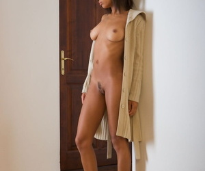 Attractive exotic ebony Maci bends naked & poses on her knees to show hot ass