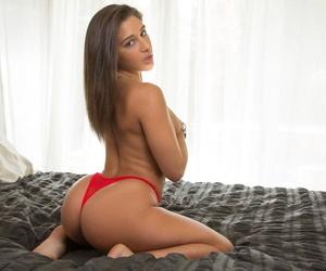 Gorgeous amateur models Kenna James & Abella Danger reveal perfect tits
