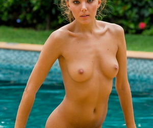 Flexible old bag Clover stretches fingertips up comport oneself wet scanty pussy overwrought the pool