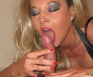 Middle-aged blonde lady Blondie Blow together with her day drag inflate dig up together