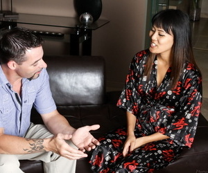 Asian masseuse Angelina Chung gets screwed check into delivering a estimable sedative