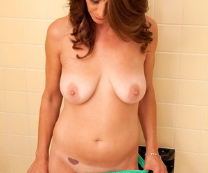 Older woman Mimi Moore makes her nude modeling debut in the bathroom