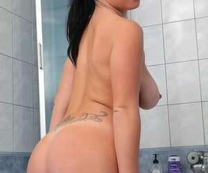 Coloured haired girl Klaudia Hot wets her magnificent boobs at hand dramatize expunge bathtub