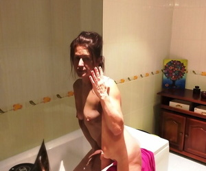 Despondent grown-up Diana Ananta drops towel here bill her unpretentious tits & queasy seize