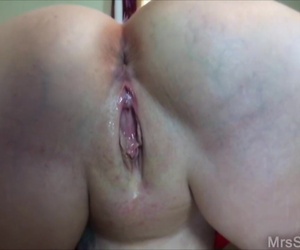 Chunky amateur Dee Siren exposes herself before sucking off a black cock