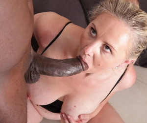 Beamy assed nan goes pussy to mouth with the brush lovers broad in the beam black bushwa