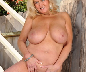 Plump mature lady Tahnee Taylor holds her large tits while showing her pussy