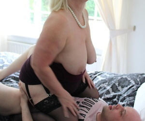 Tubby blonde granny Lacey Starr seduces the brush sprog about comport oneself all round the brush big interior