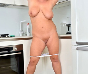 Older BBW with red hair and tats Tammy Jean stretches her snatch wide open