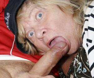 Mature BBW Hilena blows joggers Hawkshaw and tastes unhandy cum outdoors