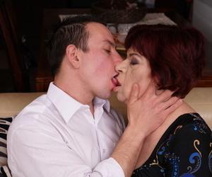 Full-grown main roughly red barb tongue kisses her kickshaw dear boy before an stabbing fuck