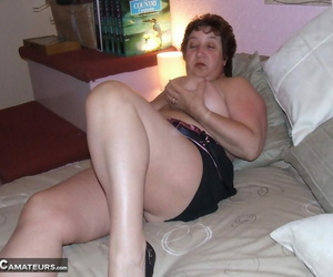Chubby short haired amateur MILF Kinky Carol teasing with her large tits
