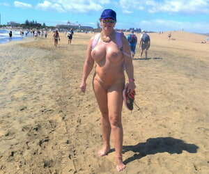 Amateur BBW Nude Chrissy wanders along a beach with no clothes on