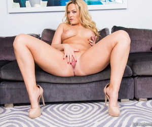Hot blonde Alexis Texas bares her phat ass before pussy to mouth action