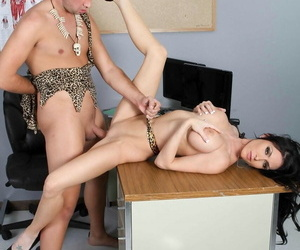 MILFs Like It Big Jessica Jaymes