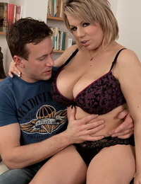 Chubby mature mommy Veronika gets shagged after receiving a hot massage