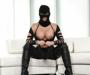 Masked flaxen-haired mollycoddle Phoenix Marie posing in desert the knee swart chauffeur