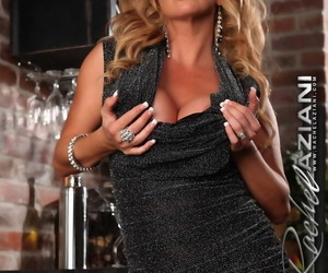 Stunning sexy mature Rachel Aziani toys her pussy close up and personal