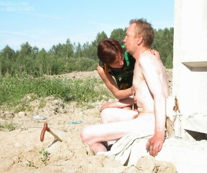 Frying grown-up women satiates her pussy overwrought fucking a homeless man