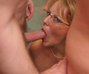 Chunky titted mature young gentleman Curvy Claire does a blowbang near her glasses on