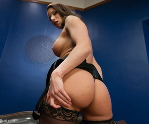 Lesbians Syren de Mer & Ariel X display their big asses together