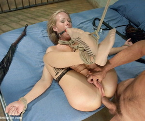 Shindy gagged light-complexioned Simone Sona is demure for bottomless gulf anal penetration